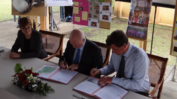 Saint-Benoît : Signature de la convention d'application de la Charte du Parc national