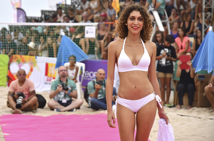 Miss Réunion défile à la finale de Beach Tennis