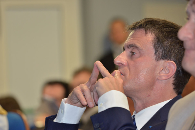 """Manuel Valls si ti aime a moin sort la mairie vien' embrasse a moin!"""