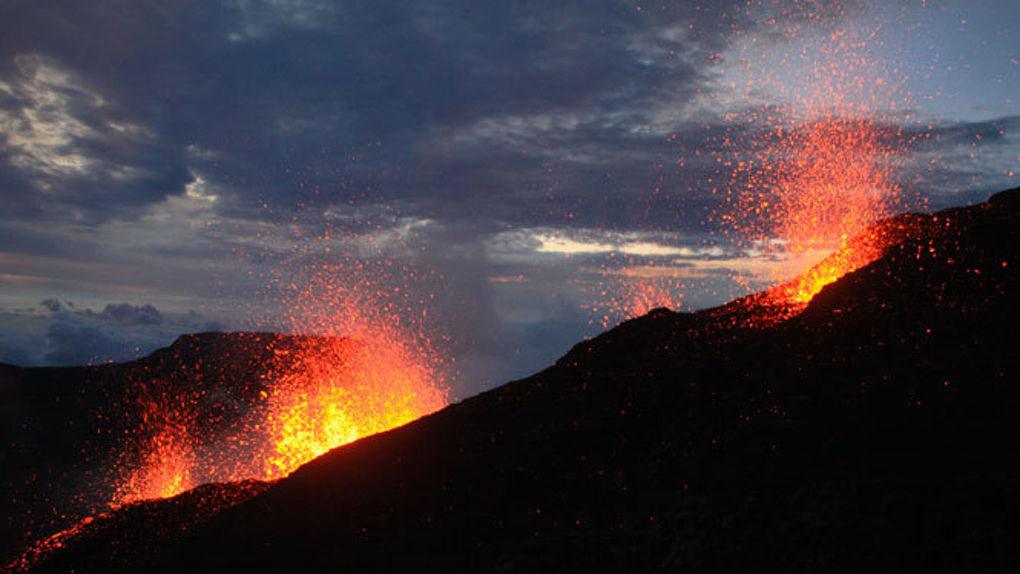 ​Le Piton de la Fournaise en éruption !