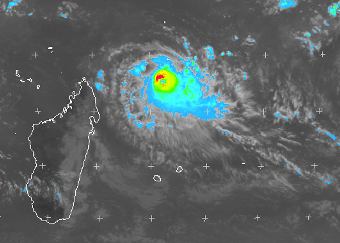 Le cyclone tropical intense Fantala à 965 km de La Réunion