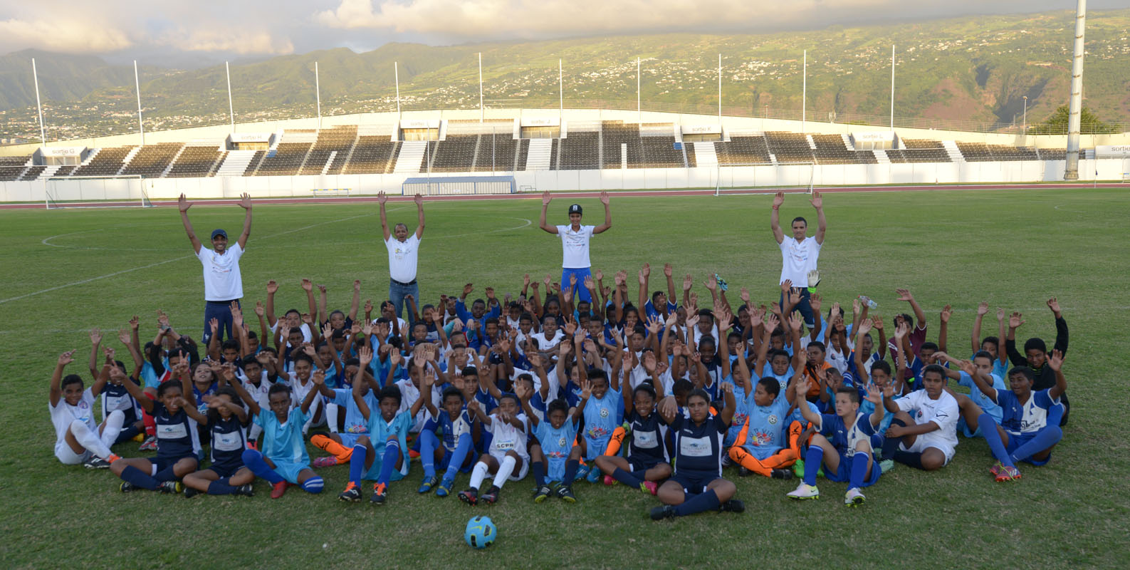 "Association 1000 Sourires: 120 marmailles participent au ""Foot en VIM"""