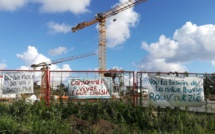 📷 St-Pierre: Action de rebellion sur la future zone commerciale Casabona